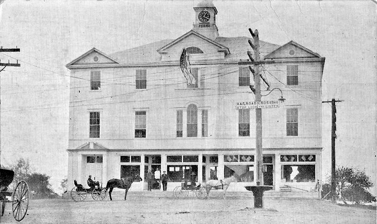 Wells_Maine_Town_Hall_1922